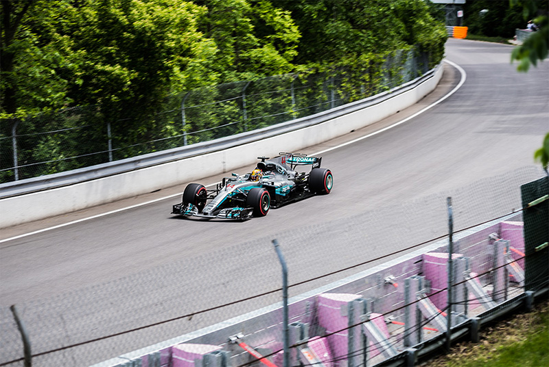 Lewis Hamilton races around Circuit Gilles Villeneuve -- Photo : Kieron Yates